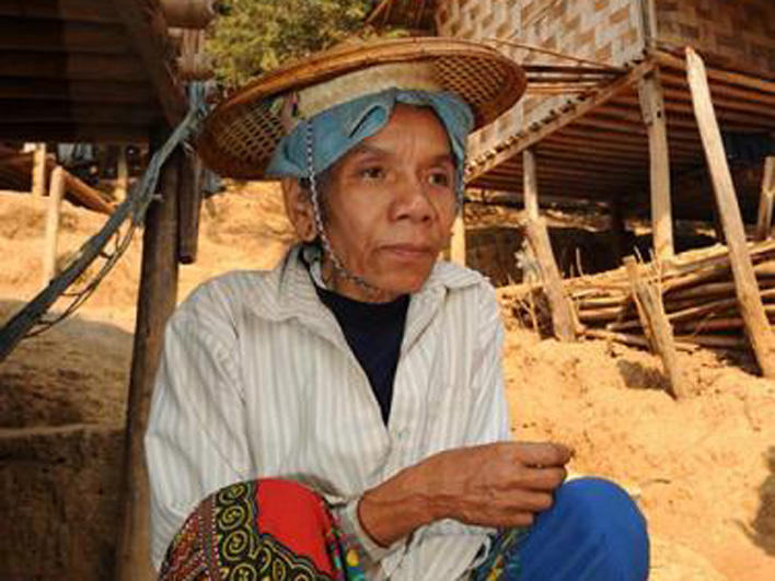 Older woman in Ban Mai Nai Soi Camp
